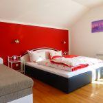Großes Schlafzimmer mit Zustellbett zum Ausziehen